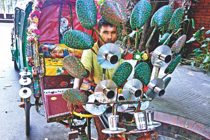 日本語由来の「リキシャ」(Rickshaw)、売り上げは装飾次第?