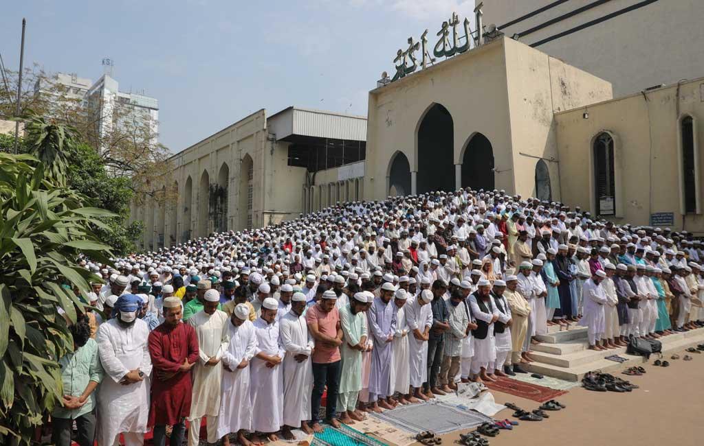 バングラデシュ、モスクでのお祈りを一時禁止に