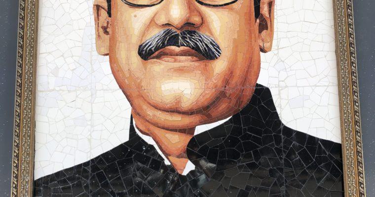 ダッカでよく見かける光景-国父ムジブル・ラーマンの肖像画-