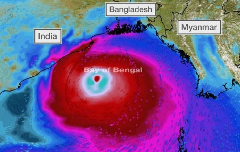 バングラデシュ、サイクロンの避難所でも「社会的距離」重視