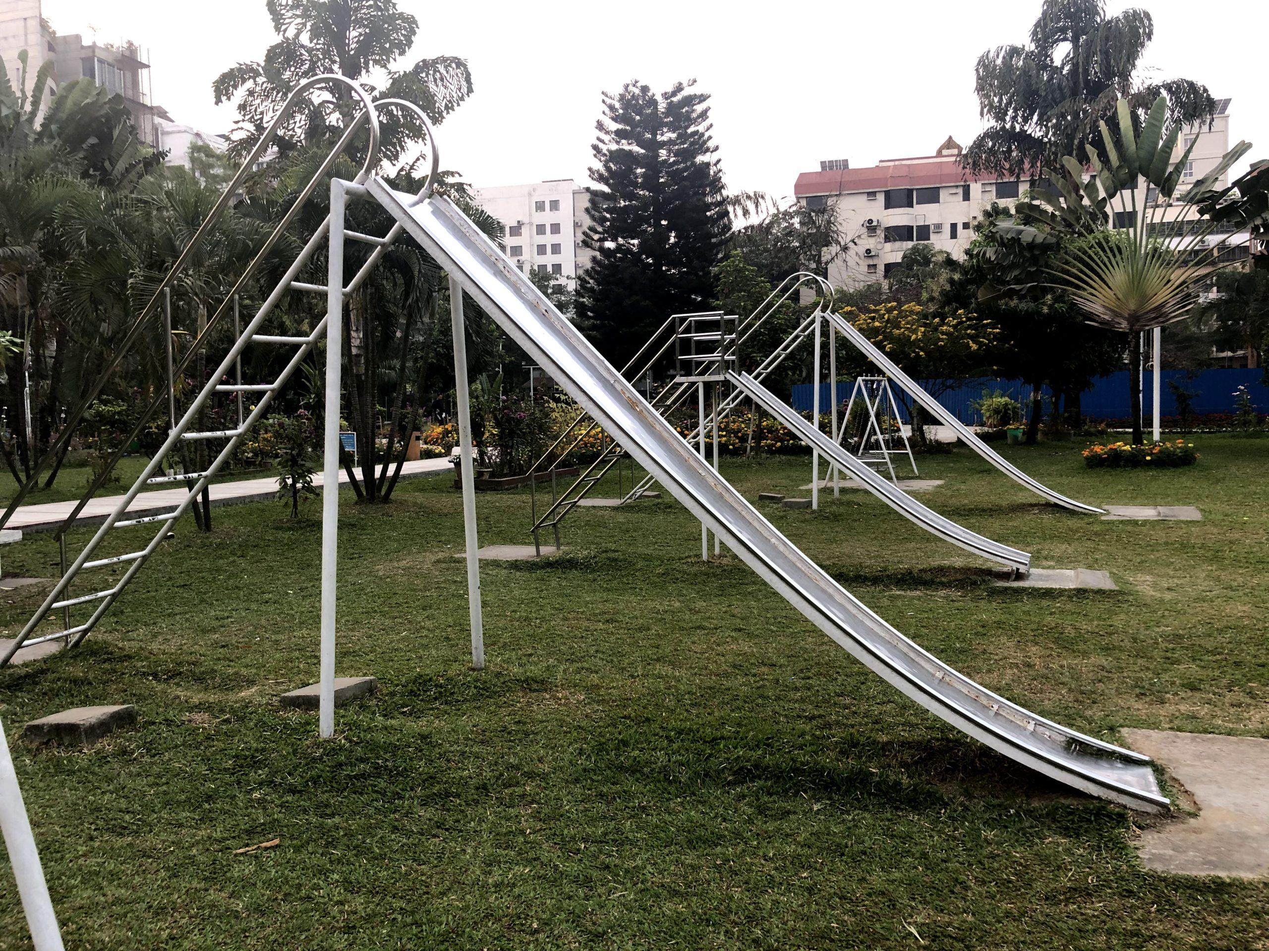 「危険な遊具がいっぱい!難易度高めの公園」バリダラ公園@ダッカ