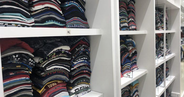 「様々なブランド服が安価で手に入り、テンションが上がる洋服店」Artisan@ダッカ・グルシャン
