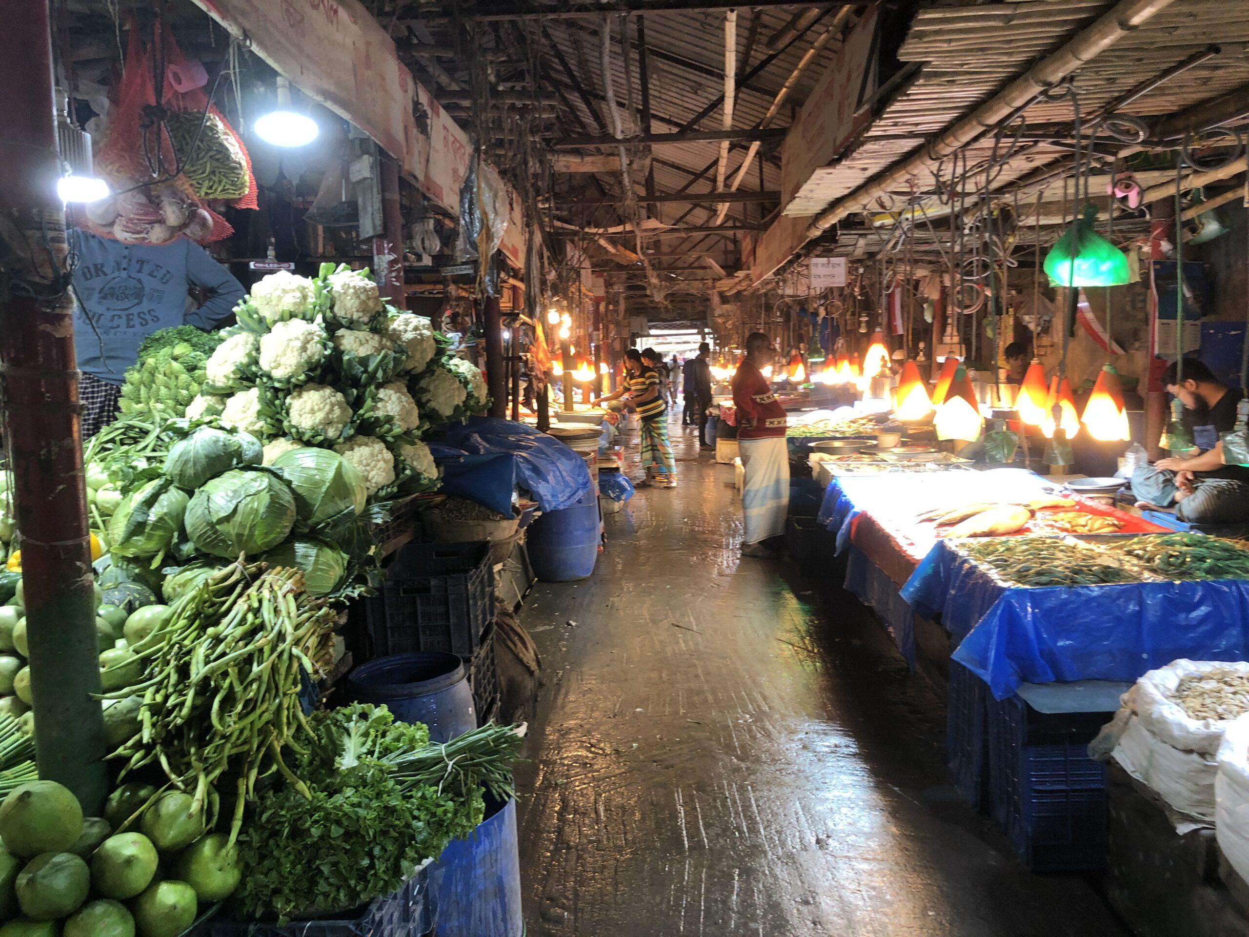 「バリダラ近くのディープな市場」ノートンバザール@ダッカ市