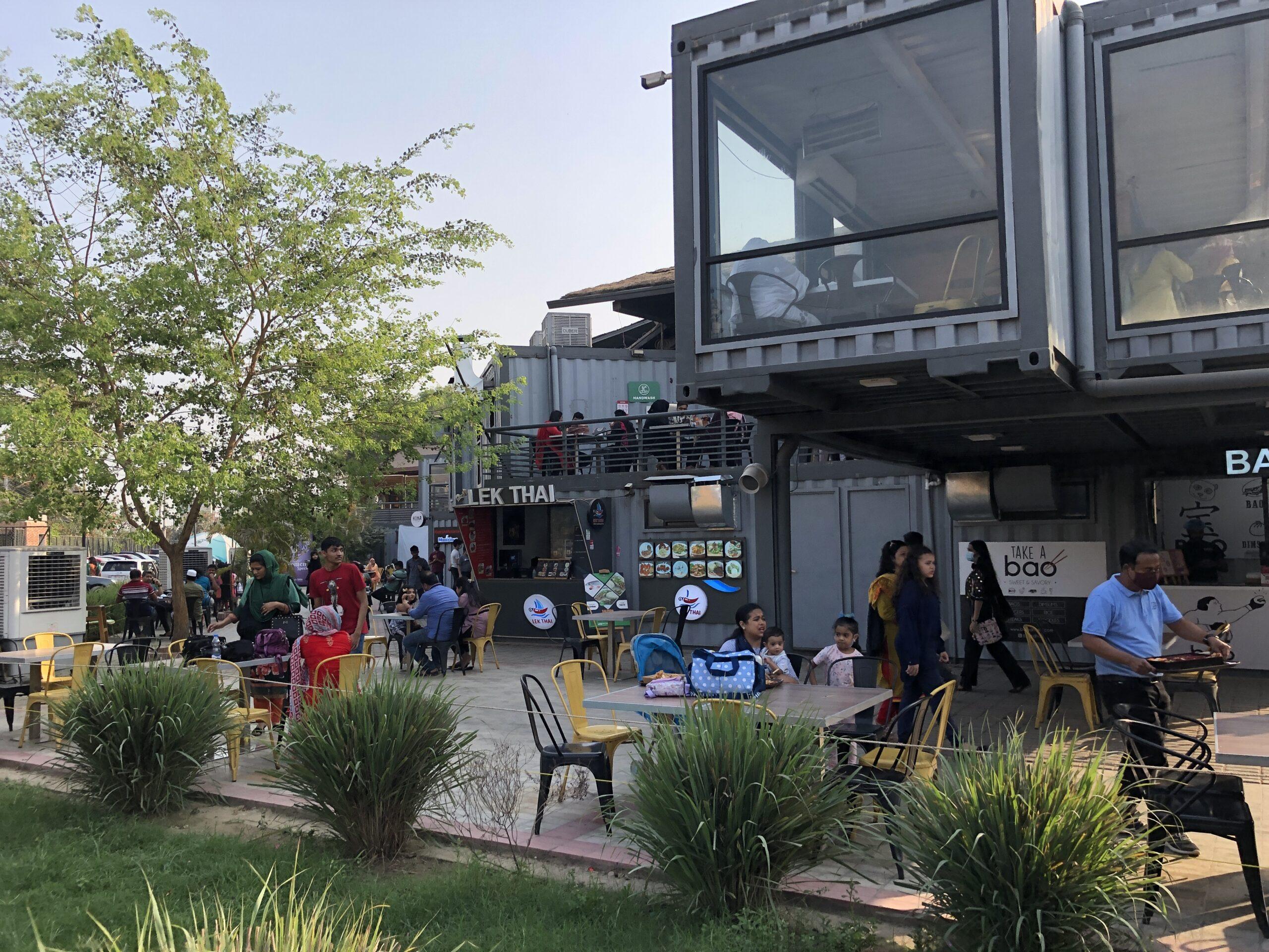 「食べて遊んで、子供も楽しめる商業施設」Chef's Table Courtside@ダッカ市