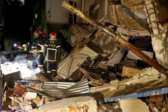 ダッカでビル爆発、死者7人、50人以上が負傷