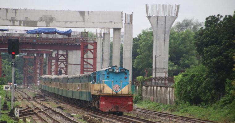 バングラデシュ名物・超満員列車の撮り鉄に挑戦!イード前の帰省列車で、まさかの・・・