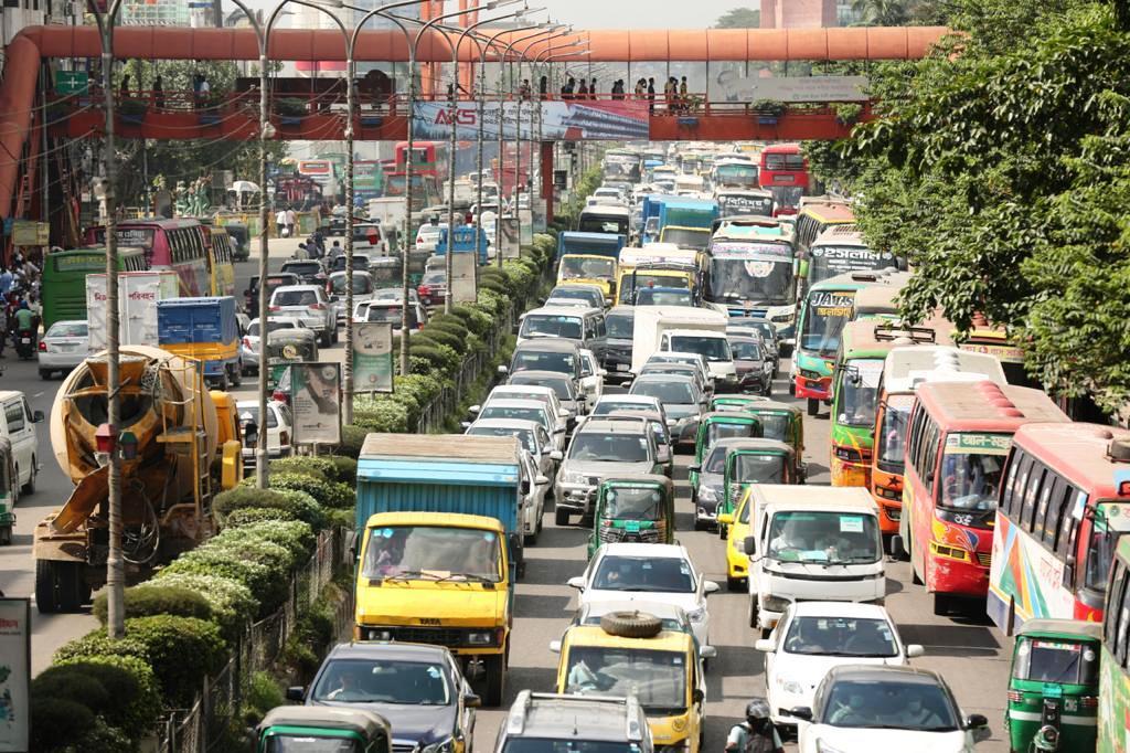 バングラデシュでは、ハードロックダウンを無視した外出者が続出