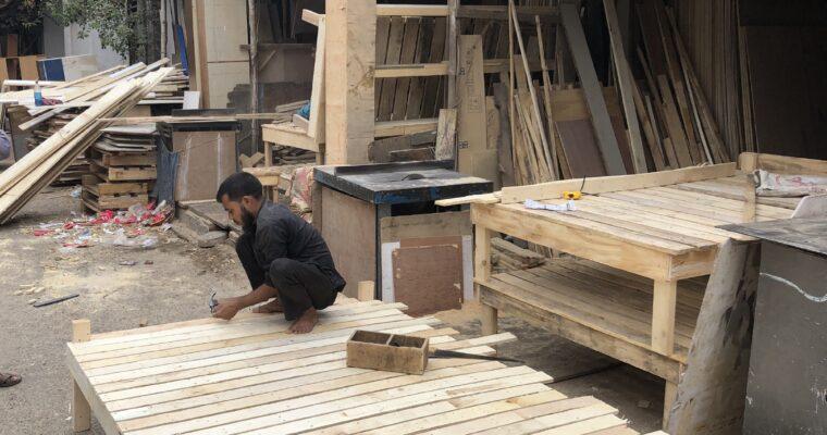 ダッカ市バリダラ地区付近の木材売り場